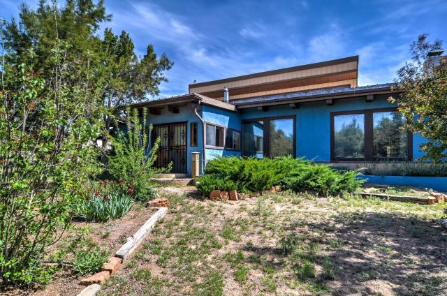 Chic Santa Fe Home at Dream Catcher Retreat Center