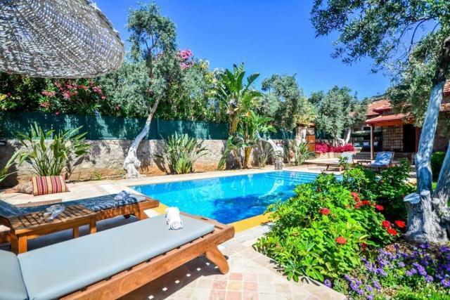 Bitez Villa Sleeps 4 Pool Air Con WiFi