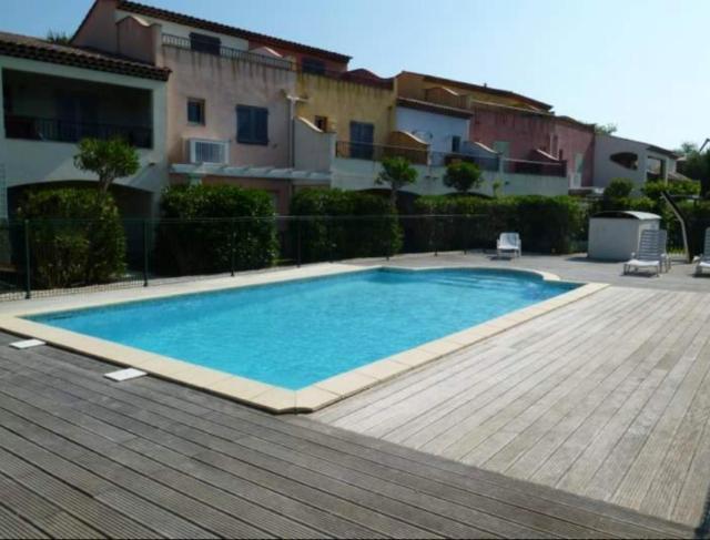 Maison de 2 chambres a Cogolin avec piscine partagee terrasse et WiFi