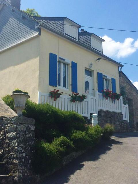 Maison de 2 chambres a Chateaulin avec magnifique vue sur le lac jardin amenage et WiFi a 12 km de la plage