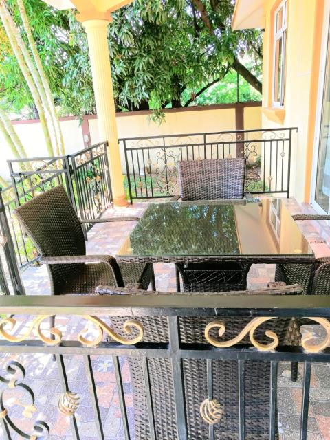 Apartment with 2 bedrooms in Flic en Flac with wonderful mountain view enclosed garden and WiFi 300 m from the beach