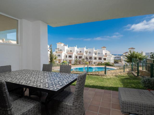 2305 - Luxury villa with sea view and pools