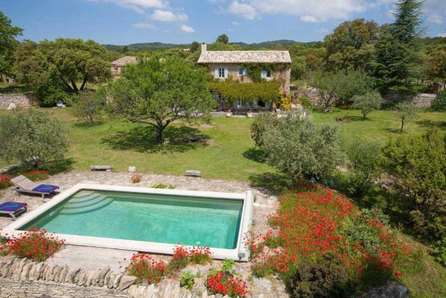 Coustellet Villa Sleeps 4 Pool WiFi