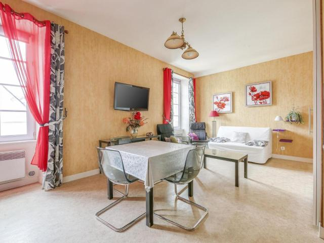 Cozy Apartment in Bayeux Near Town