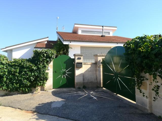 House with 5 bedrooms in Maruggio with wonderful sea view enclosed garden and WiFi 3 km from the beach