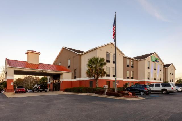 Holiday Inn Express & Suites Milton East I-10, an IHG Hotel
