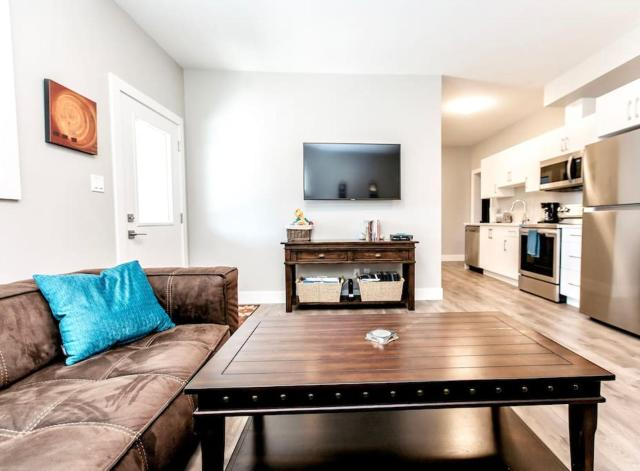 Brand New 2 Bedroom Suite 15 Minutes To Downtown!