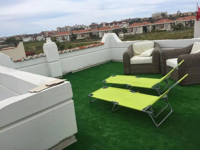 Cosy Villa With Communal Pool, Rooftop Suntrap Area