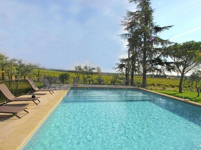 Modern Villa in Carpentras with Swimming Pool