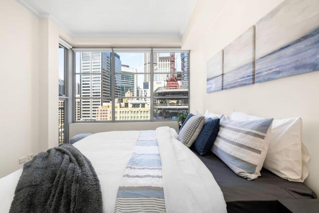 A Cozy Apt with City Views Next to Darling Harbour