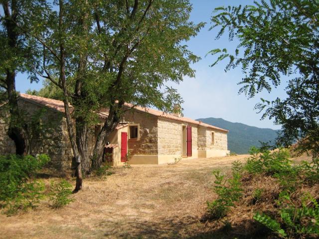 Maison de 3 chambres a Sartene avec magnifique vue sur la montagne et jardin clos