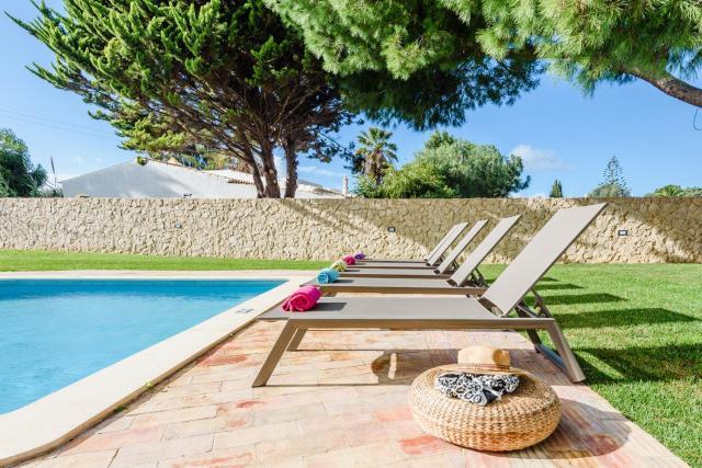 Villa Protea - 5 bedroom, beach, air-con, wifi