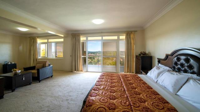 Room in BB - Trendy Executive Suites In Masaka