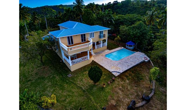 Villa en el Limon con 4 Habitaciones