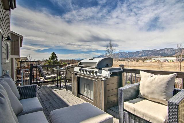 Monument Mountain Retreat with Views and Hot Tub!