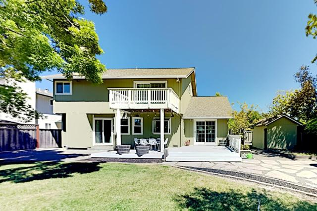 Corner-Lot Beauty - Fenced Yard & Private Hot Tub home