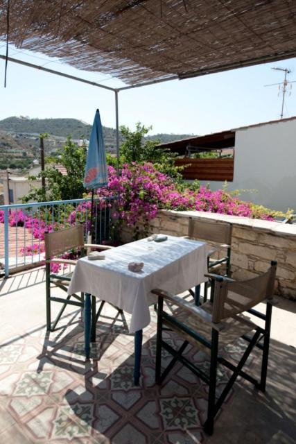 Apartment Takis House-2