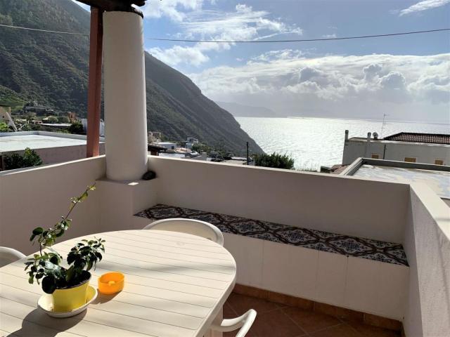 Casa Vittoria - panoramica in centro a Leni, Isola di Salina