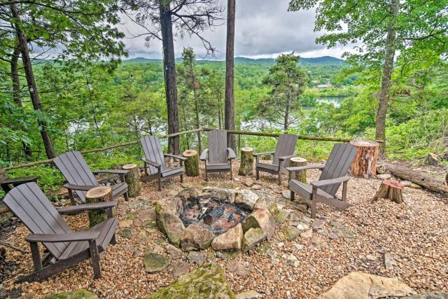 Airy Branson Retreat Hot Tub and Private Pool!