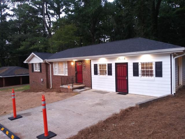 Spacious 3 Bedroom Home with Full Kitchen - Minutes from ATL Airport! home