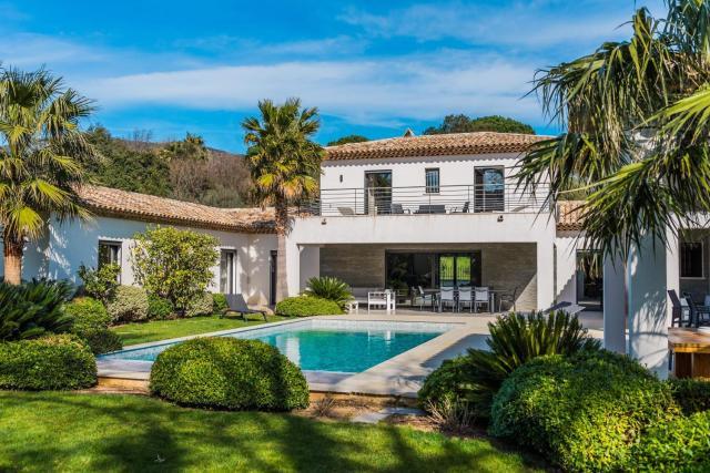 Villa Romaine - Nestled in lush greenery