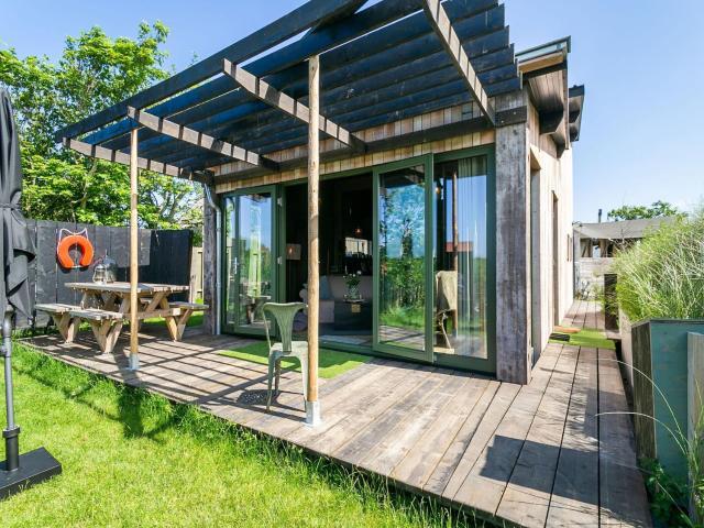 Quaint Bungalow in Callantsoog with Garden
