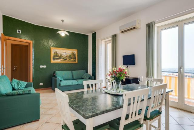 Roomy and Bright Apartment with Balconies x6