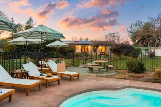Mockingjay - Peaceful Ranch Home w Sauna, Spa & Pool