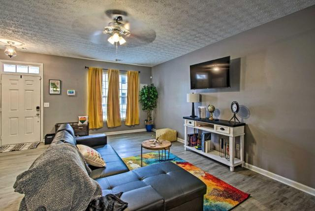 Bright and Cozy East Point Townhome with Patio!