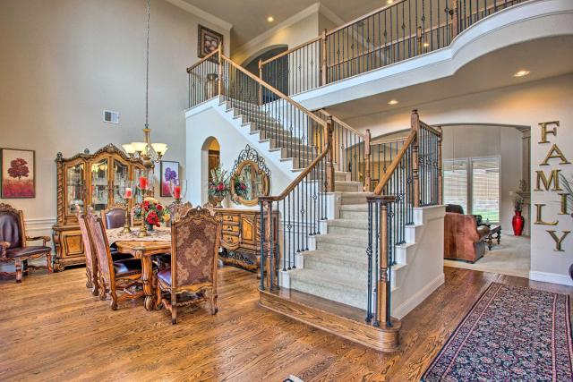 Expansive Texas Home about 4 Mi to Grapevine Lake