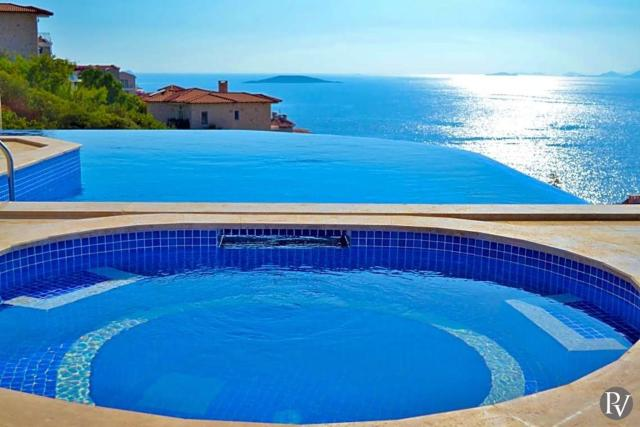 Yenikoy Villa Sleeps 8 with Pool Air Con and WiFi