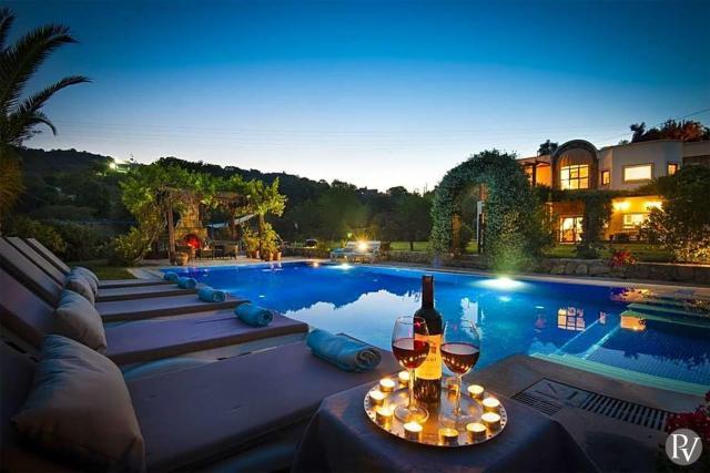 Bodrum Villa Sleeps 11 Pool Air Con WiFi