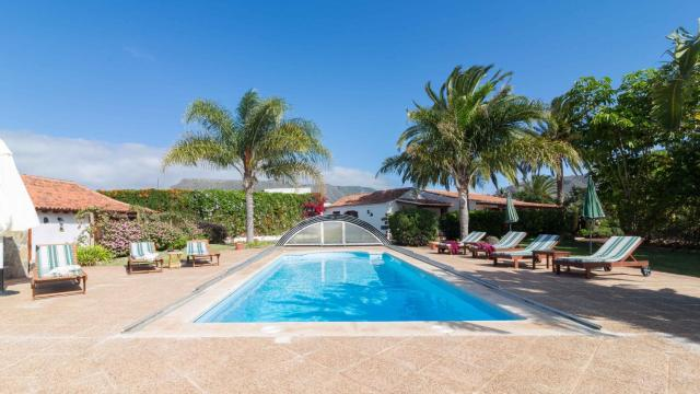 Finca El Picacho Apartments in the countryside 2 Km from the beach