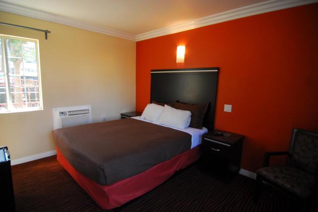Studio City Inn