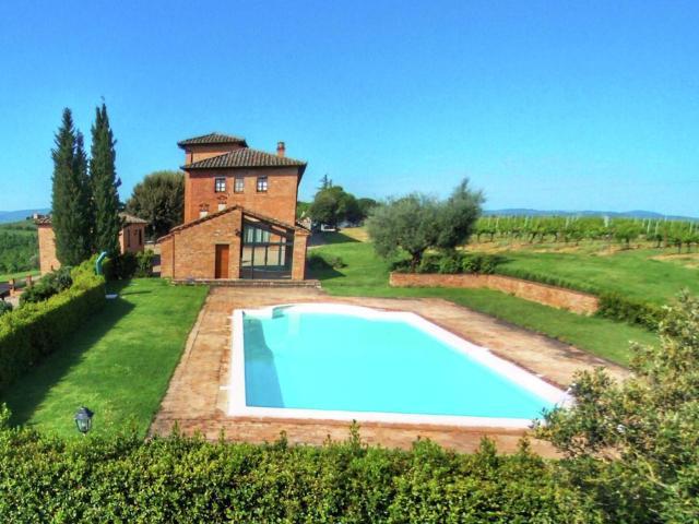 Beautiful Farm Holiday House near Montepulciano with Pool