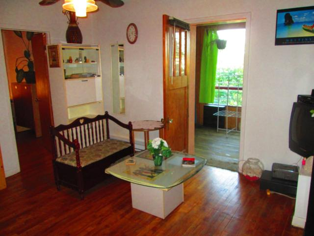 Retro 3-Bedroom Apt by Metro Station - 32 Nights or More Only