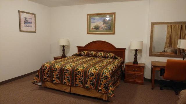 Country Regency Inn & Suites