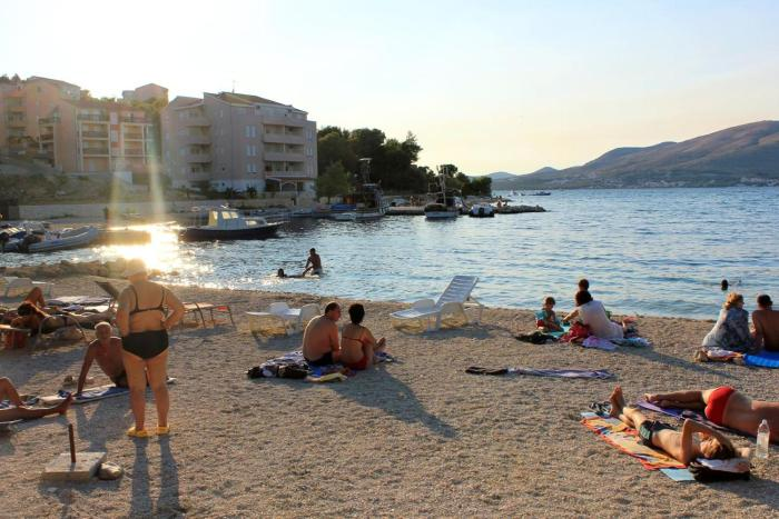 Apartments by the sea Okrug Gornji (Ciovo) - 8330