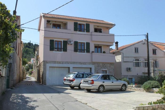 Apartments with a parking space Preko Ugljan 8434