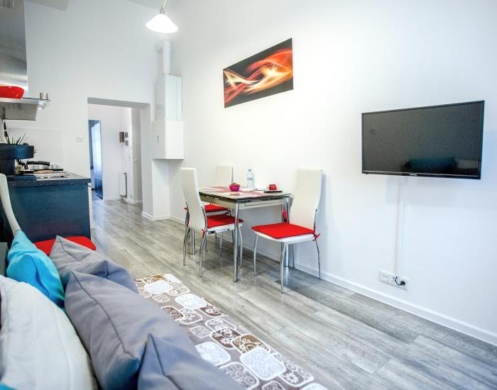 Well equipped apt 3 min to Main Square