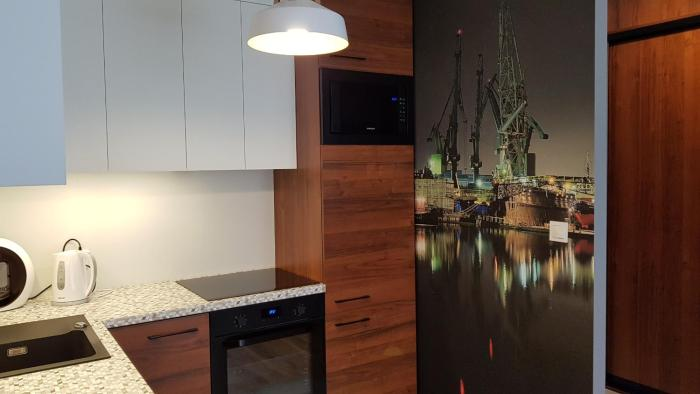 New apartment 100m from old town and marina