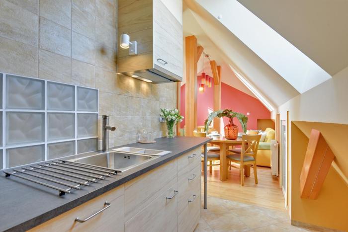 Lion Apartments Avocado
