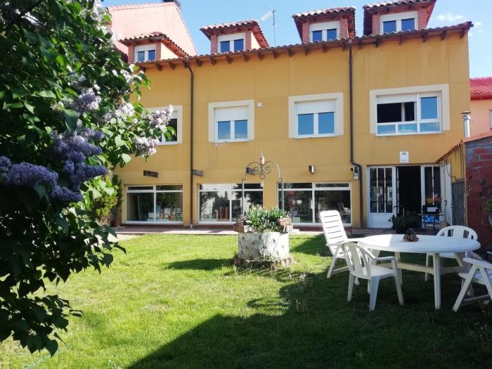 Boleta Casa Colonial con Jardín.