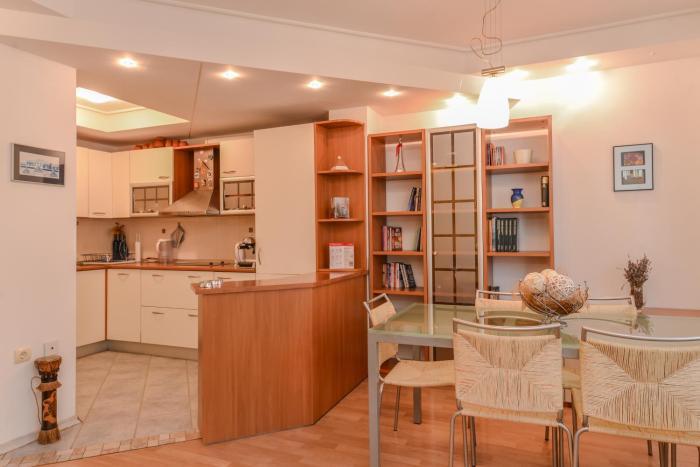 Lion's Bridge Sunny One Bedroom Apartment