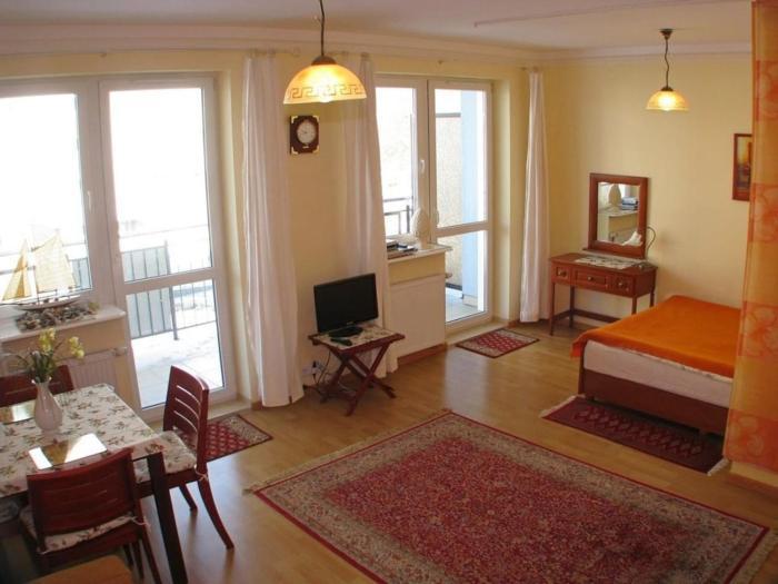 Sunny Aga Apartment 200m to sea promenade