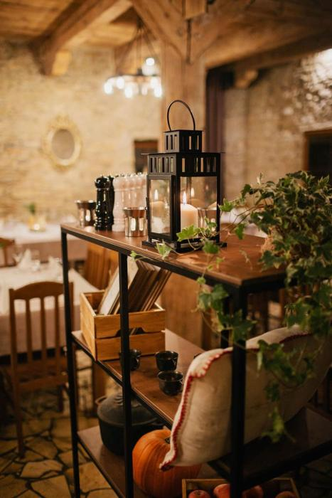 Spichlerz, Restauracja i Pokoje