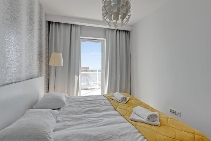 Ocean's View - Top 18th floor Apartment