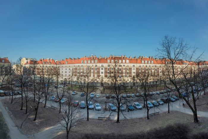 Zbawiciela Square P&O Serviced Apartments
