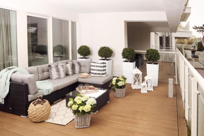 Biały apartament z tarasem w Playa Baltis