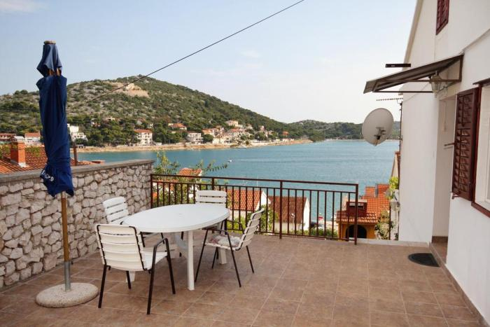 Apartments by the sea Tisno (Murter) - 5136